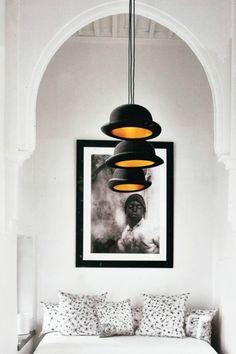 A row of top hat pendants from Riad Dar Kawa in Marrakech. Home Design, Interior Design, Diy Lampe, Photo Deco, Boutique Deco, Moroccan Interiors, White Interiors, Bowler Hat, Luminaire Design