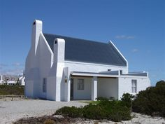 Duintjie - Duintjie offers well-appointed self-catering accommodation ideal for a well-deserved seaside holiday. The freestanding home is located in Dwarskerbos just 200 m from the sandy beach. The property features .