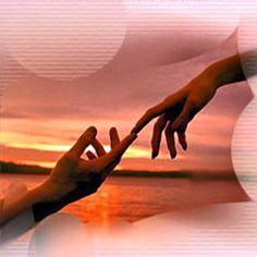 Mãos que sentem...que curam, que acalmam, que nutrem... mãos que sabem o valor de um afago... mãos que tem o calor de Deus... mãos que oram em ações, que produzem vida.  Mãos que recebem vida.  Mãos de fada, de anjo, de lutas, de fé... + link *** http://www.aeradoespirito.net/CirandasPAG6/CIR_AS_MAOS.html