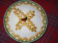 simple design for kollyva of Soul Saturday Orthodox Easter, Greek Easter, Shell Crafts, Greek Recipes, Food Styling, Simple Designs, Holiday Recipes, Recipies, Food And Drink