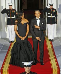 Obama and first lady Michelle Obama await the arrival of Chinese President Xi Jinping and his wife.</span>