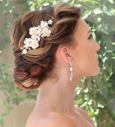 adorable bridal hairstyle that goes well with veil