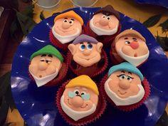 Sete Anões Cupcake Cake Cookies, Cupcake Cakes, Cupcakes, Cakepops, Disney Princess Snow White, Seven Dwarfs, Disney Cakes, Disney Theme, Themed Cakes