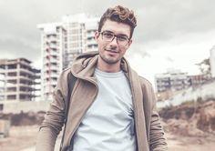 "18 Me gusta, 1 comentarios - Cristian Rojas (@cristian.rojas.90) en Instagram: ""#apparel #mockup #tshirt #portrait taken for Placeit.net #man #urban #buildings"""