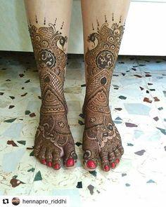 #follow@hennafamily #hennafamily #Repost @hennapro_riddhi Tadaaaa.. Hows it!! #henna #hennaartist #hennaartists #hennadesign #hennainspiration #hennainspire #hennaservice #hennamehndi #hennapro #hennadesigns #hennastain