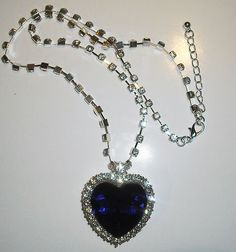 Titanic - Heart of The Ocean Necklace -definitely getting this for my wedding necklace-ooooo pleaaaaseeee. Cute Jewelry, Modern Jewelry, Boho Jewelry, Jewelry Sets, Wedding Jewelry, Silver Jewelry, Wedding Necklaces, Titanic Prom, Titanic Wedding