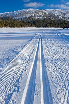 Ski track over Konttaisjärvi lake towards Valtavaara in Kuusamo, Finland