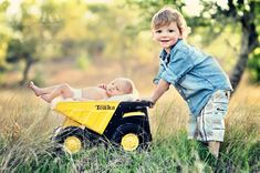 Cute idea for a big brother little sibling summer photo!