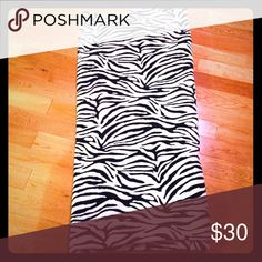Queen size blanket Extra soft zebra blanket. Perfect condition. Comes from a smoke free home and very clean. Fits full/queen size beds ❤️ Other