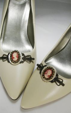 Coral Cameo Shoe Clip made from recycled jewelry parts. The shoes are kinda ugly, but the idea is awesome, and I LOVE cameos. The faces going in opposite directions makes it look more 'done' somehow.