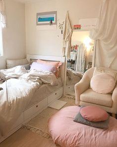 Room Design Bedroom, Room Ideas Bedroom, Small Room Bedroom, Bedroom Decor, Cool Dorm Rooms, Pastel Room, Minimalist Room, Pretty Room, Aesthetic Room Decor