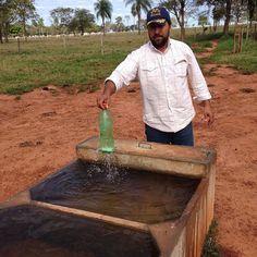 Meu Xará @marceloestevan_ mostrando a água cristalina nos bebedouro. Parabéns meu amigo pelo trabalho #esseusaagroviero #agroviero #agrovieronutricaoanimal #altorendimento #manejointeligente #sertanejo #nelore #manejo #sustentabilidade #parceria #farm #fazenda by marcelaoduarte http://ift.tt/1RrUnS6