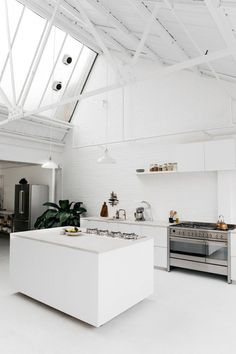 INTERIOR MUSINGS: LONDON INDUSTRIAL KITCHEN