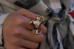 More photo at:  http://www.fashionsnap.com/streetsnap/2012-05-21/16332/#