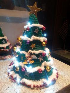 "Amigurumi - Crochet Medium Dance ""Seiba"" - Free A . Crochet Christmas Decorations, Crochet Decoration, Christmas Star, Christmas Ornaments, Yarn Trees, Xmas Wreaths, Christmas Table Settings, Handmade Headbands, Diy Weihnachten"