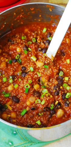 Pumpkin Quinoa Chili with Black Beans and Chickpeas. Vegetarian, gluten free, and healthy! Full of anti-oxidants, high in fiber and high in protein.  #pumpkin #quinoa #glutenfree