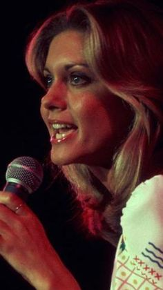 """Don't Stop Believin'"" Olivia Newton John Young, Olivia Newton Jones, Stephanie Tanner, Celebrity Singers, Maureen O'hara, Retro Girls, John Travolta, Dolly Parton, Stevie Nicks"