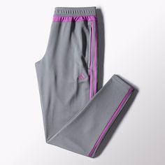 Warm up without getting too hot in these women's soccer pants. Made with breathable climacool® ventilation, they feature ankle zips and a women's-specific fit.