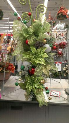 Lime Green and Red Teardrop. Wreath Ideas, Diy Wreath, Mesh Wreaths, Christmas Floral Designs, Christmas Floral Arrangements, Christmas Swags, Christmas Holidays, Door Swag, Wreath Making