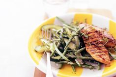 Groene salade met gegrilde kipfilet Japchae, Good Food, Ethnic Recipes, Green Beans, Salads, Healthy Food, Eat Right, Yummy Food