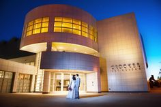 Colorful Real Wedding at Crocker Art Museum. Photographer: Liz Caruana Weddings.