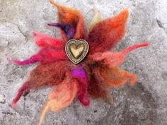 Leaf Flowers, Flower Brooch, Vintage Brooches, Autumn Leaves, Gifts For Women, Hair Clips, Beautiful Flowers, Wax, Felt