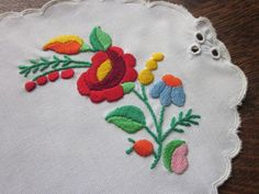 Vintage HUNGARIAN Embroidered Oval Doily ~ Traditional Authentic KALOCSA ~ Hand Made ~ Traditional FLORAL ~ Poppy