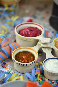 Curry Dip - Silvester Fondue Abend mit Dips, Kartoffelsalat, Pinwheel Pops & guter Musik   Das Knusperstübchen Bbq Grill, Grilling, Curry Dip, Dips, Feta, Pinwheels, Salsa, Spicy, Ethnic Recipes