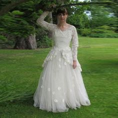 Find More Wedding Dresses Information about Ivory Wedding Dress V Neck Lace Back Zipper A Line Vestidos De Noiva Organza Wedding Dresses Long Sleeves Bridal Gowns Ruffles,High Quality dress like,China lace badge Suppliers, Cheap lace dress red from Charming Dress Factory on Aliexpress.com