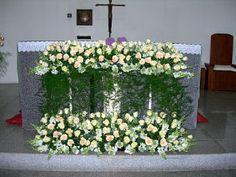 Church Flower Arrangements, Church Flowers, Beautiful Flower Arrangements, Floral Arrangements, Beautiful Flowers, First Holy Communion, Vases Decor, Flower Designs, Wedding Ceremony