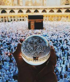 Beautiful Reflection Of Makkah. Muslim Images, Islamic Images, Islamic Pictures, Islamic Art, Islamic Qoutes, Muslim Quotes, Mecca Madinah, Mecca Masjid, Islamic Wallpaper Hd