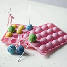 Sweetly Does It Silicone Cake Pop Pan, 20 holes - Cake pops are the new cupcake we hear (though we love both), and this cake pop pan makes baking them at home simple. Oreo Cake Pops, Cake Truffles, Funky Kitchen, Kitchen Craft, Kitchen Tools, Cake Pop Molds, Small Cake, Round Cakes, Baking Tips