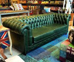 Sofá Chesterfield 3 lugares em couro natural verde musgo. rvalentim.com
