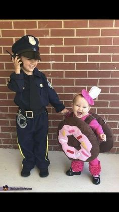 Love themed or coordinating sibling Halloween costumes? Here's some ideas for coordinating Halloween costumes for sisters! Halloween Costumes For Sisters, Sibling Halloween Costumes, Halloween Costume Contest, Couple Halloween, Halloween Party, Costume Ideas, Children Costumes, Cool Costumes For Kids, Babies In Costumes
