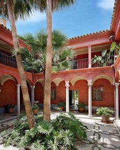En Andalousie, un passe recompose : Séville, Andalousie, Espagne, Palais baroque, patio, hacienda.