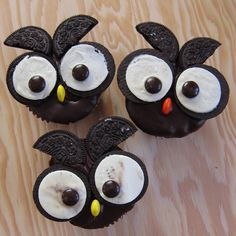 A - dorable. I wouldn't be able to make myself eat them. After all, they're staring at you.  But, baby owl cupcakes?  Too cute for words.