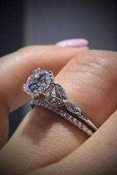 18 Sophisticated Vintage Engagement Rings To Prove Your Love ❤ vintage engagement rings in white gold with round center stone ❤ More on the blog: https://ohsoperfectproposal.com/vintage-engagement-rings/