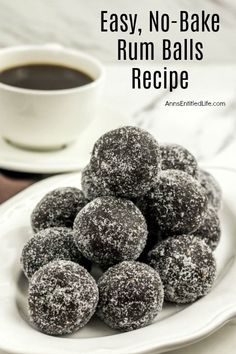 These delicious rum balls are a fabulous addition to your holiday cookie tray! Fast and simple to make, this rum balls rec. Candy Recipes, Sweet Recipes, Holiday Recipes, Dessert Recipes, Cookie Recipes, Rum Recipes, Punch Recipes, Christmas Recipes, Holiday Baking