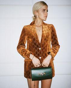 Interesting outfit with a blazer Fashion Killa, Look Fashion, High Fashion, Winter Fashion, Fashion Outfits, Womens Fashion, Fashion Trends, Gucci Fashion, Fall Fashion Week