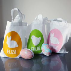Our Pearl and Earl personalised Easter Egg Hunt cotton goody bags are a chic accessory for Easter Sunday treats!Choose your shape, and then your choice of print and bag colour. Printed on one side only. Personalise with maximum 12 characters (CAPITALS ONLY). Click 'seller's complete range' or 'Pearl and Earl' for our full decoration collection.Our Easter cotton goody bags feature classic Easter shapes in our signature simple silhouette designs. Each mini cotton tote goody bag can be…