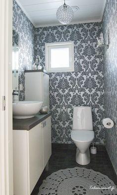 Kodin vieras-wc Bathroom Bath, Small Bathroom, Bathroom Ideas, Farmhouse Style Decorating, Interior Decorating, Interior Design, Toilet Plan, Small Toilet Room, Wall Wallpaper