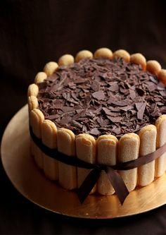 With the amount of tiramisu recipes I have on here, a tiramisu cake was just…