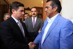 Los ojos de todo el país en este momento están puestos sobre qué actitud asumirá don #JaimeRodríguez. #elBronco ¿Cumplirá con lo ofrecido?  ¿Meterá a la cárcel a los Medina y a todos los funcionarios corruptos que le metieron la mano al cajón? #Xalapa #LAGAZETAopinión #DavidVaronaFuentes