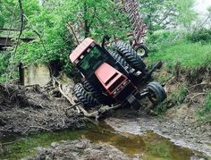 Just another day at deer camp, lol! Tractor Cakes, Agriculture Tractor, Deer Camp, Farm Boys, Case Ih, John Deere Tractors, Having A Bad Day, Farm Life, Farmer