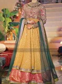 Bridal Mehndi Dresses, Walima Dress, Bridal Outfits, Wedding Dresses, Elegant Dresses, Beautiful Dresses, Simple Anarkali, Groom Outfit, Churidar