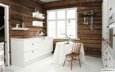 keittiö,keittiö sisustus,hirsiseinä,valkoinen House Design, House, Country Interior, Cottage Renovation, Cabin Decor, House Inside, Home Decor, House Interior, Log Homes