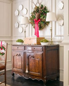 """2,110 Likes, 13 Comments - Atlanta Homes & Lifestyles (@atlantahomesmag) on Instagram: """"May your next few days be merry and bright‼️❤️, @atlantahomesmag. Design: @suzannekasler …"""""""