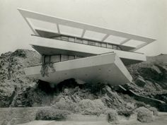 Walter Weberhofer - Fernandini House, Peru 1957 - looks like modern art Futuristic Architecture, Contemporary Architecture, Interior Architecture, Bauhaus, Mid-century Modern, Modern Design, Colani, Brutalist, Leeds