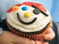 pirate face cupcakes - so easy to decorate