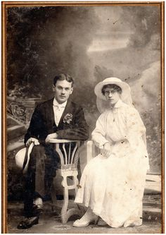 19th Century Couple | Photo of the late 19th century in which the couple at the wedding Warren James, 19th Century, Real Weddings, Brides, Wedding Photography, Age, History, Couple Photos, Couples